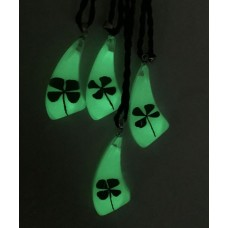 FREE SHIPPING 12 PCS real green shamrock cool summer glow in dark lucky jewelry pendant