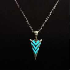 Vintage Luminous Arrow Pendant Necklace Classic Alloy Fluorescent Necklace Glow In The Dark Jewelry for Men Party Gift Wholesale